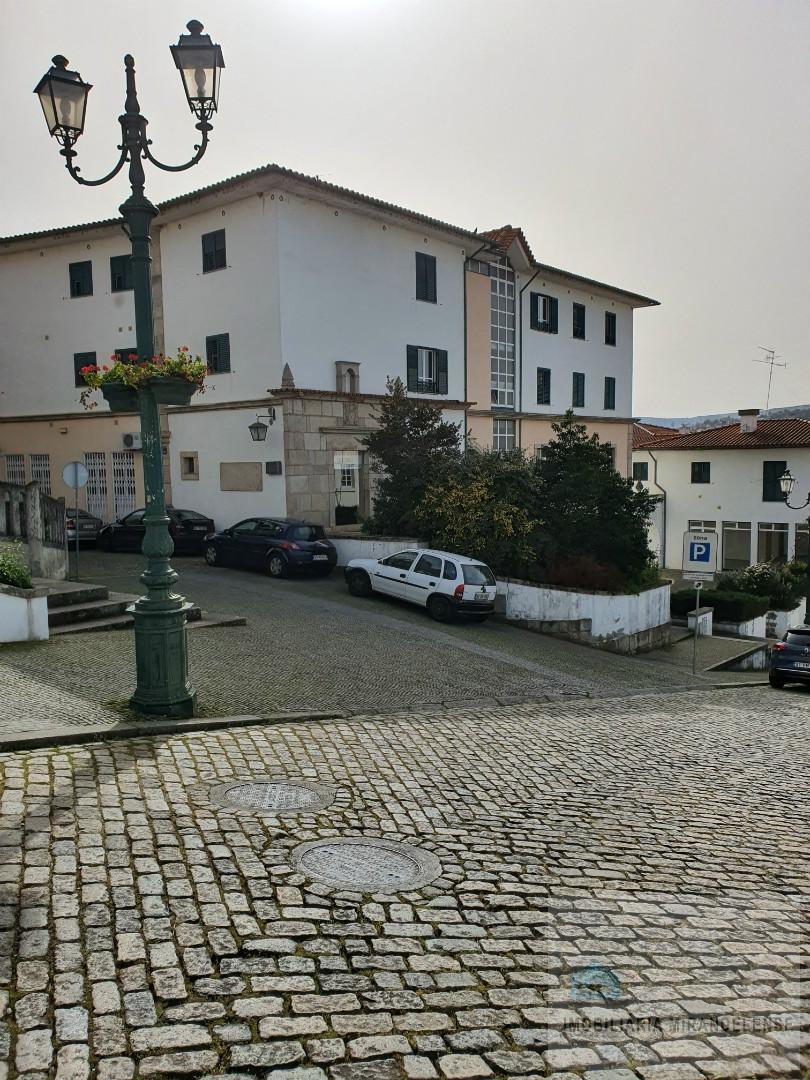 Escritório em frente aos CTT de Mirandela