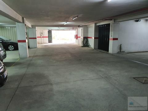 Lugar de Garagem perto dos CTT