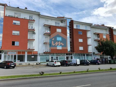 Apartamento T3 junto aos centros escolares