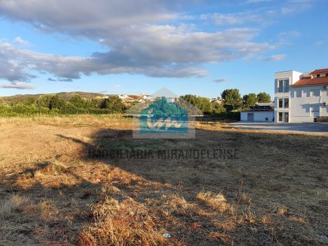 Terreno para construção de uma moradia térrea em Mirandela