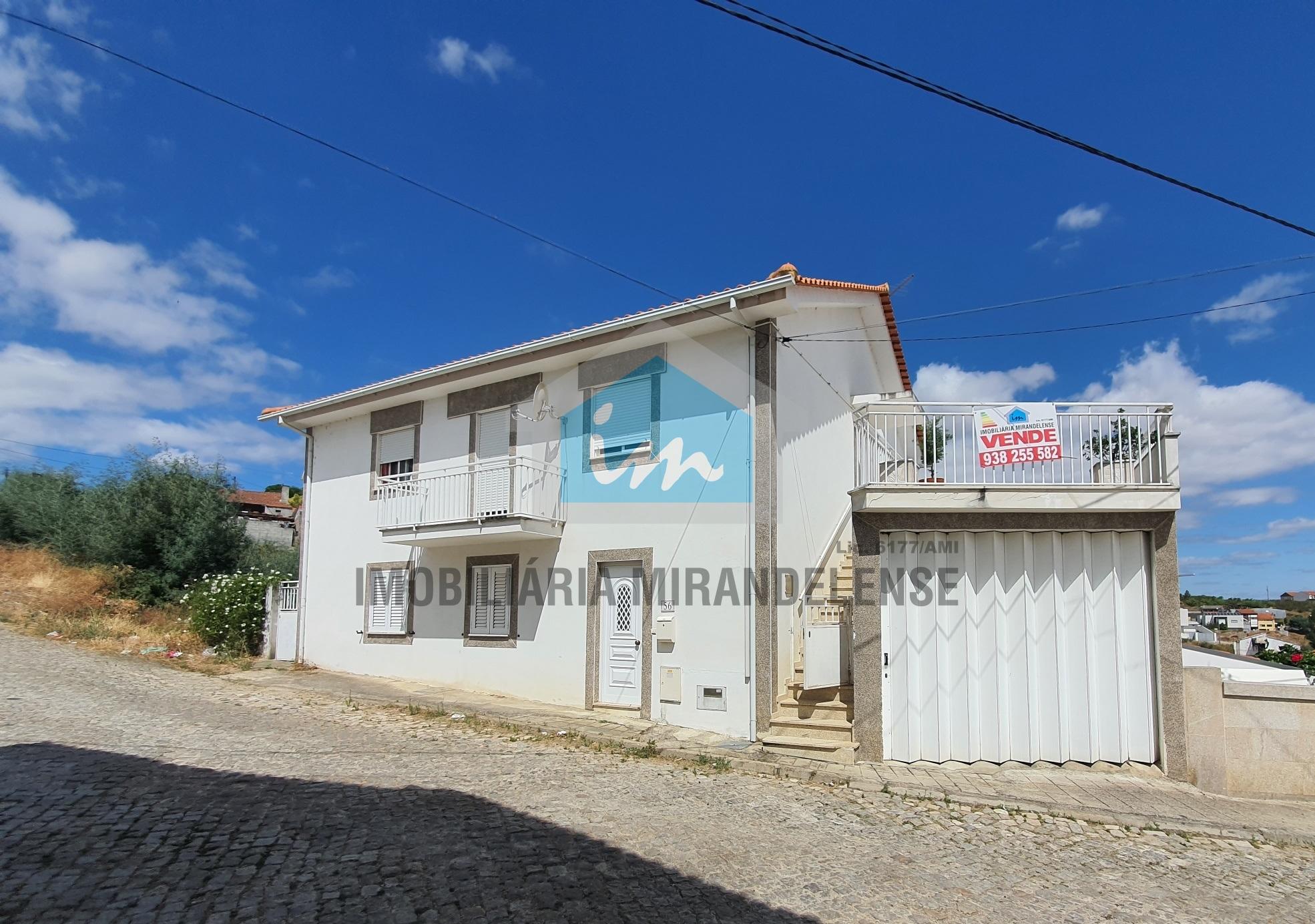 Moradia V5 para venda composta por 2 apartamentos