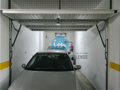 T3 semi-novo para venda com garagem individual fechada e arrumos.