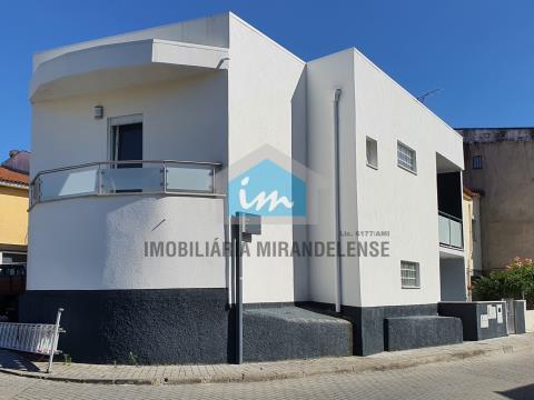 2 apartamentos T2 para venda totalmente remodelados com entradas independentes