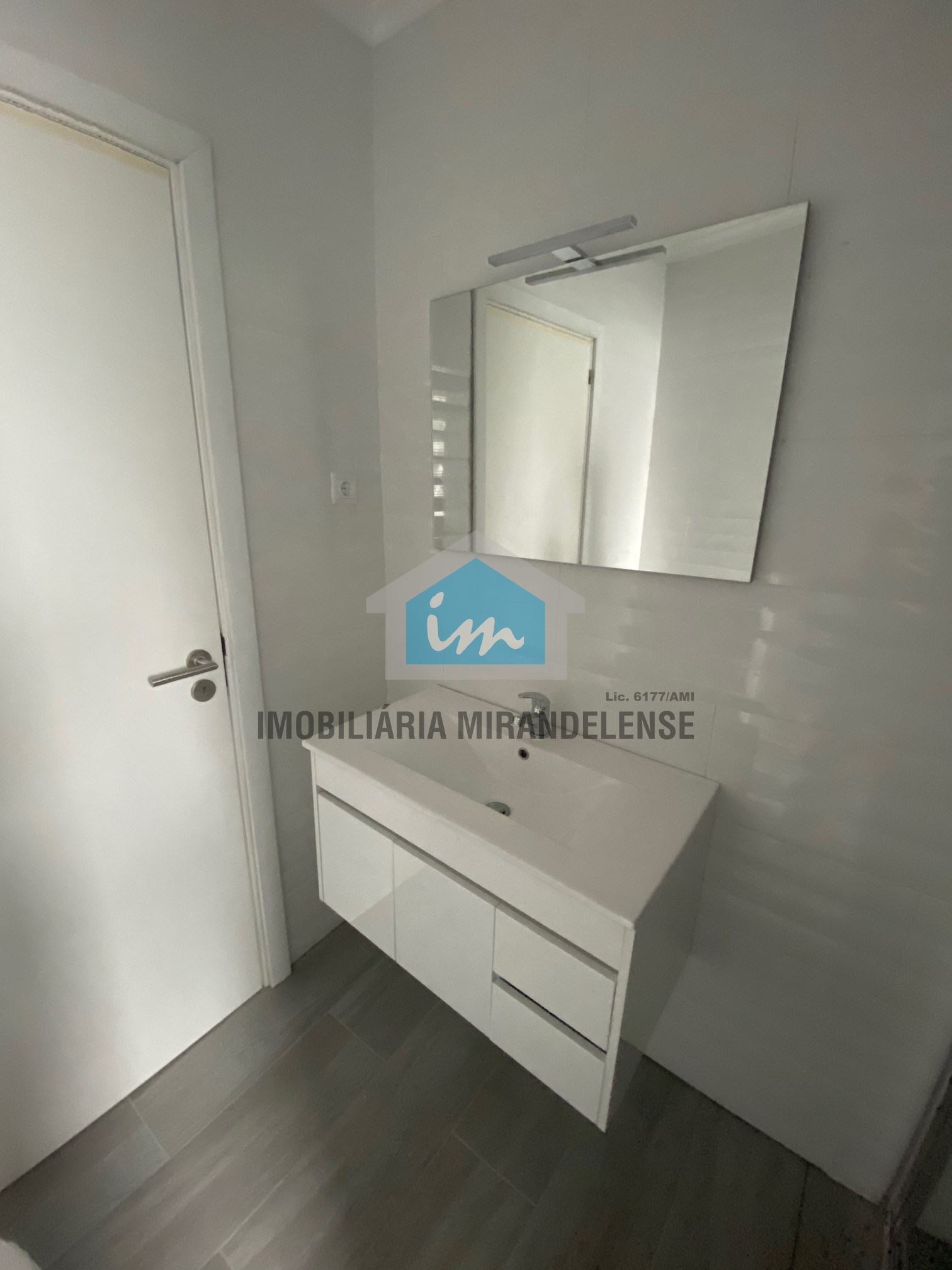 Apartamentos T2 para venda totalmente remodelado e sem condomínios