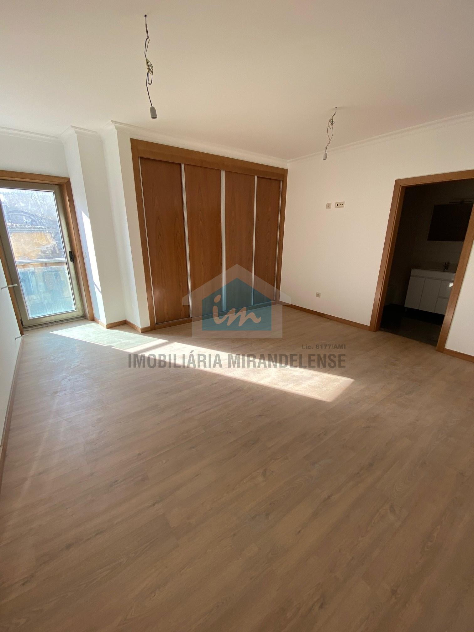Apartamentos novos T4 para venda com vista para o Rio Tua.