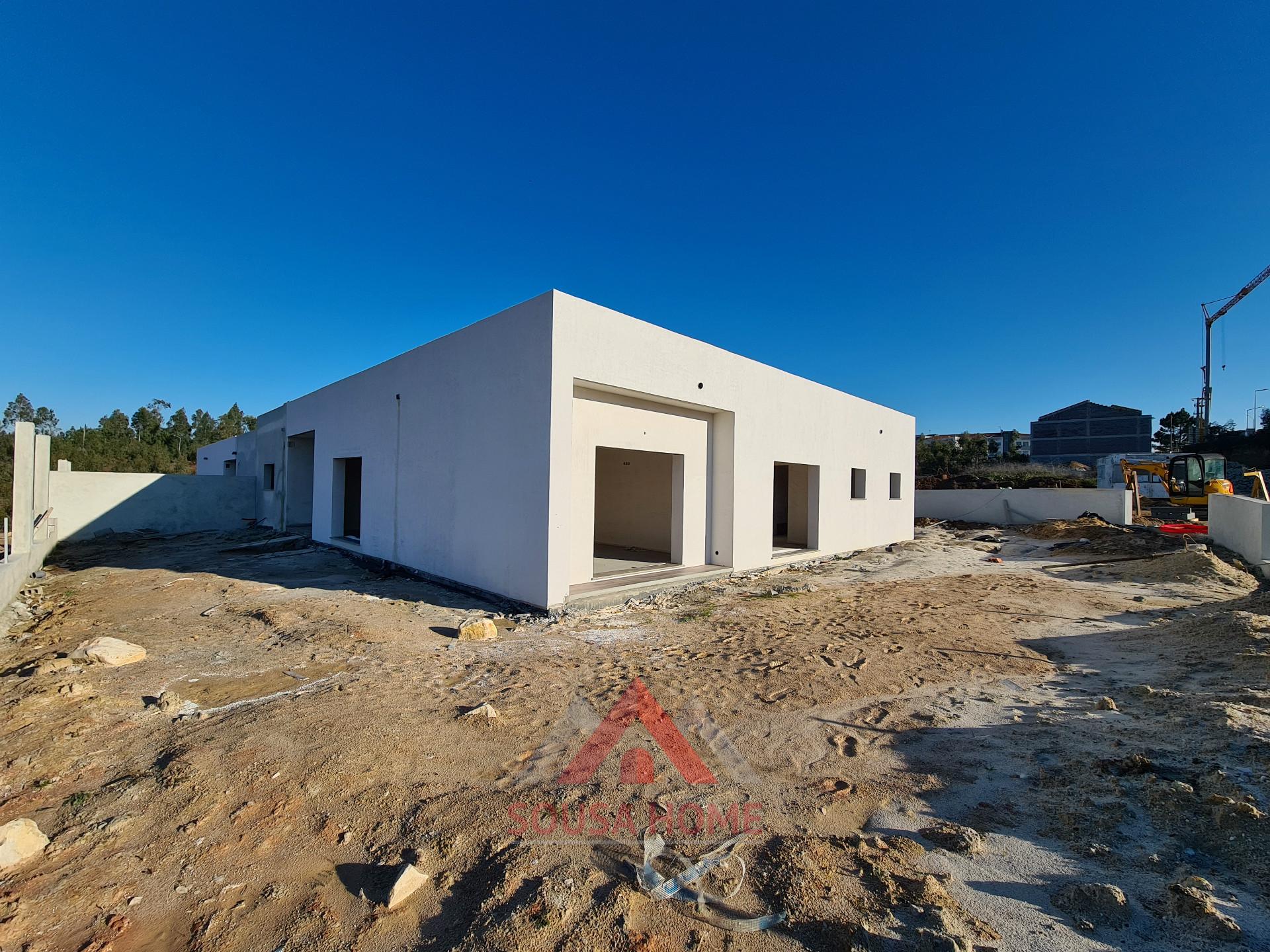 Moradia T4 Em Construção / 2 Suites