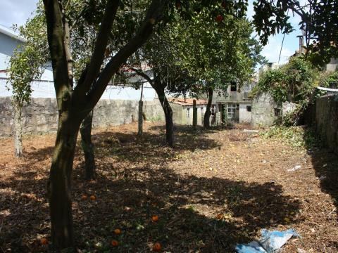 Terreno no Centro para construção/reabilitação