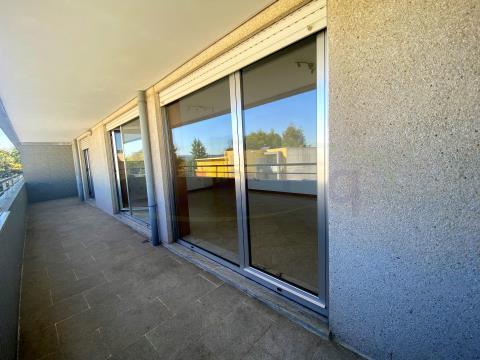 Apartamento T3 com excelente varanda e a 15 min do Centro da Maia;