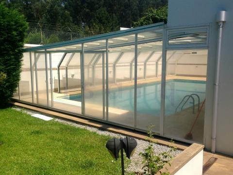 Moradia Luxuosa com grande jardim e piscina, bem localizada próxima do Centro