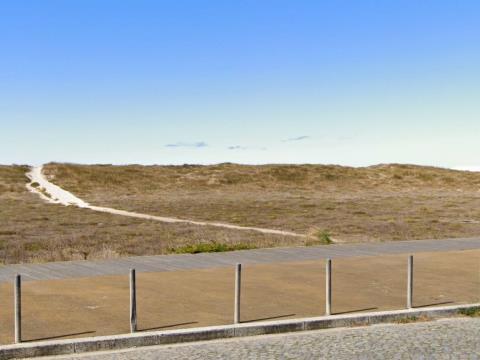 Moradia de grande qualidade a 1.4km da estação do metro e a 3.6km da Praia