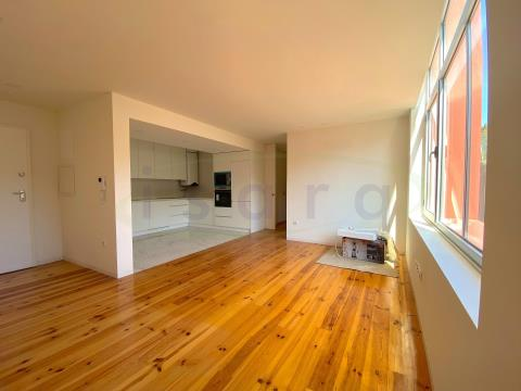 2 bedroom apartment newly built in a gated community, next to Hospital de S.João, University Campus.
