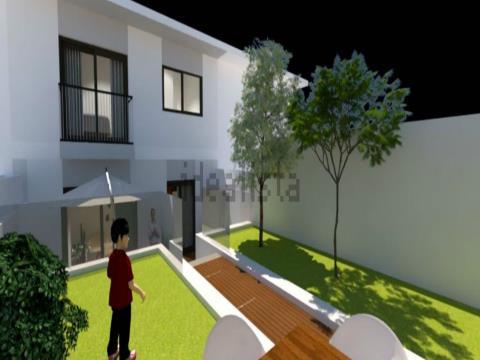 Moradia T4 próxima do centro da Maia com garagem, anexos e logradouro.