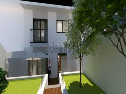 4 Bedroom Town House near the center of Maia with a garage, storage rooms and patio.