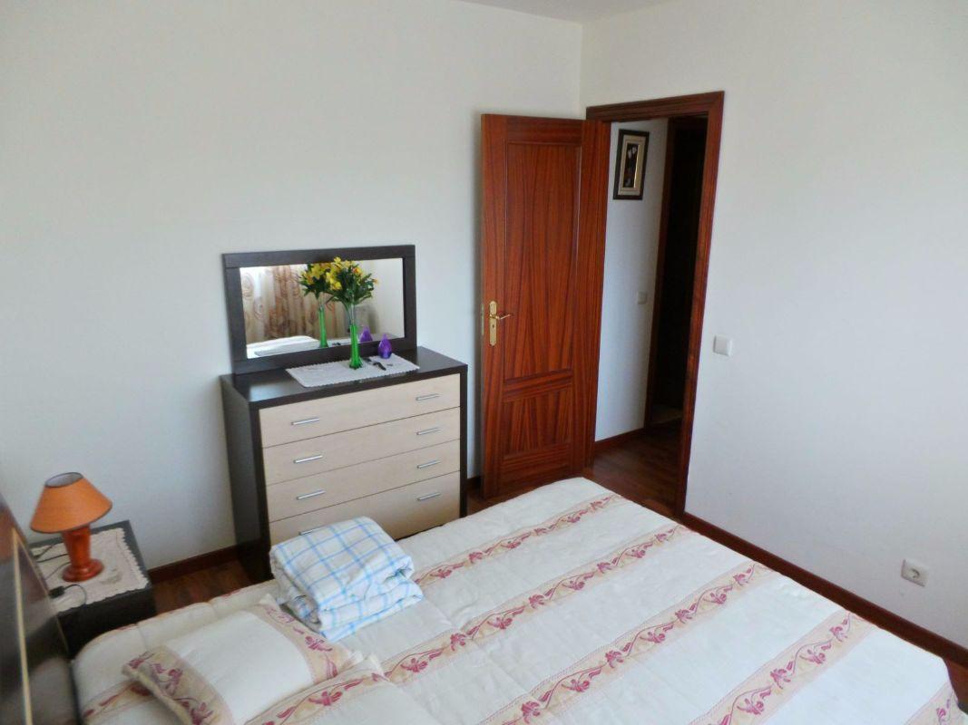 Apartamento T3 em Santo António da Charneca em muito bom estado de conservação.