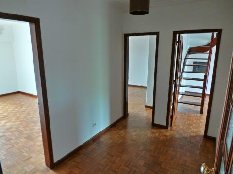 Apartamento T3+1 Duplex com garagem box e cozinha completamente equipada