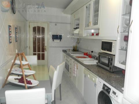 Apartamento T2 em ótimo estado de conservação e próximo a Estação de Tercena/Barcarena