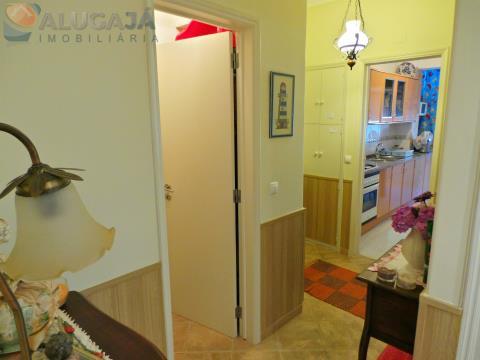 Apartamento T2 em Monte Abraão/Queluz, totalmente mobilado e equipado