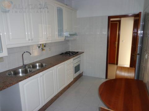 Apartamento T1 em zona central da urbanização,  junto do Pingo Doce e em bom estado de conservação