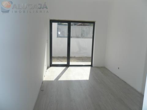 Moradia Isolada V4+1 em tereno com 300m² com excelentes acabamentos