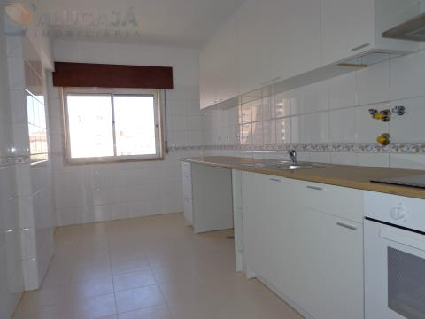 Apartamento T2 em São Marcos, em bom estado de conservação com arrecadação.
