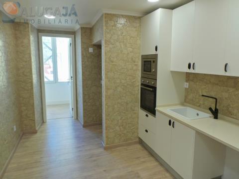 Excelente apartamento T4 em Lisboa na Rua Pascoal de Melo, junto à Portugália, totalmente remodelado