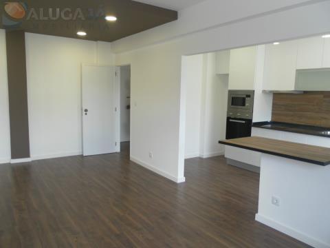 Apartamento T1 em Oeiras, totalmente remodelado, junto ao Jardim dos Arcos e Parque dos Poetas.