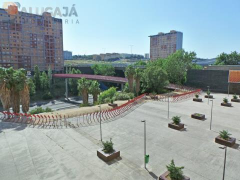 Apartamento de 1 dormitorio situado en el Torres Bela Lisboa / Marvila con cocina y aparcamiento.