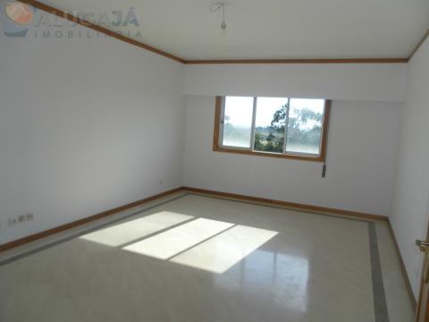 Apartamento T2 com suite em São Marcos na primeira linha da urbanização, junto do Continente.