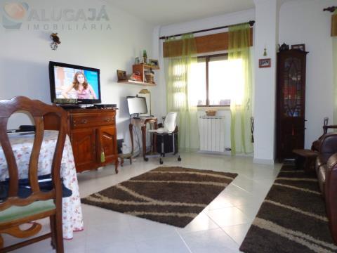 Apartamento T2 em São Marcos, perto do Pingo Doce em bom estado de conservação e com arrecadação.