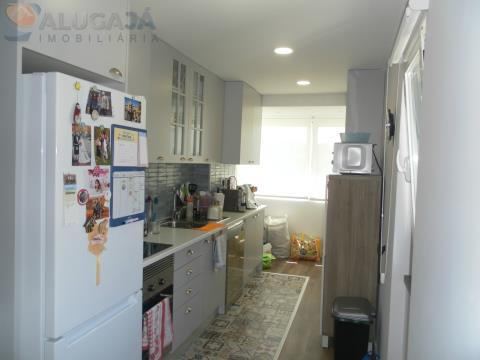 Apartamento T2 totalmente remodelado em zona residencial de Talaíde, Solarengo, perto do Tagus Park.
