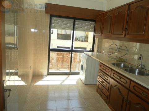 Simpático apartamento T1 com lugar de garagem e ótima localização