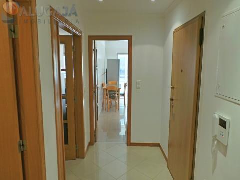 Apartamento de 1 dormitorio con suite, muy estimado, ubicado en la urbanización Parque São Domingos.