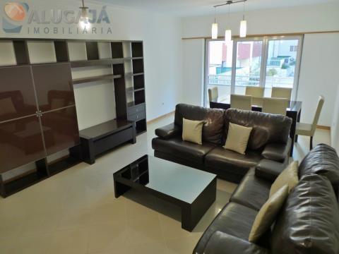 Apartamento T1 com suíte, muito estimado, localizado na Urbanização Parque São Domingos