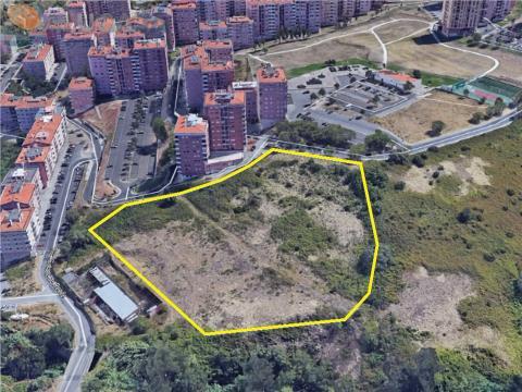 Terreno urbano com 22.445m² para construção de 2 prédios e 28 fogos.