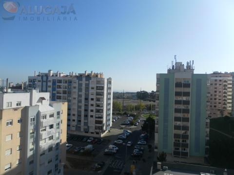 Apartamento T2 em São Marcos, virado a sul e nascente com vista de mar