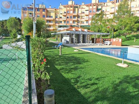 """Apartamento de 2 dormitorios con suite ubicado en el condominio """"Quinta da Graciosa"""" en Estoril / Al"""