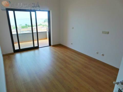 Fantástico apartamento T4 em condomínio fechado com vista desafogada para o mar.