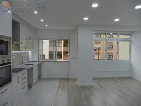 Apartamento T2+1 com suite em Mem Martins, próximo à estação da CP.