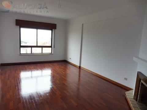 Apartamento T2 no início de São Marcos com vista desafogada para o mar
