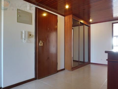 Apartamento T3 situado em zona central de São Marcos com excelentes áreas e arrecadação