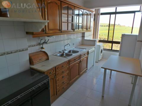 Apartamento T2 em Tercena com cozinha equipada, em Urbanização muito sossegada