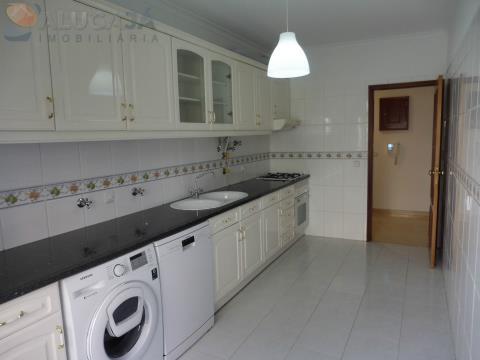 Apartamento T1 São Marcos, com cozinha equipada e excelentes áreas