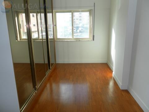Apartamento T2 remodelado em São Marcos, todo virado a Poente, próximo do Centro Comercial