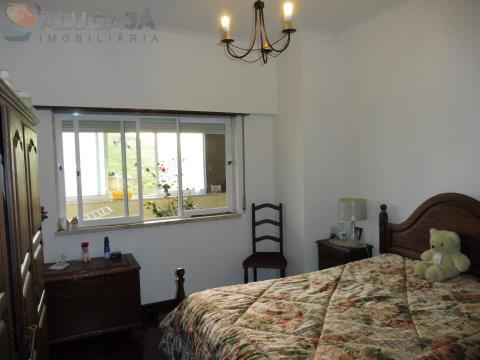 Apartamento T1 em São Marcos com marquise e arrecadação, todo virado a Poente
