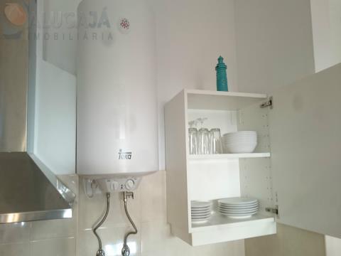 Apartamento T1 com sala em kitchenete situado em Oeiras, todo mobilado e equipado