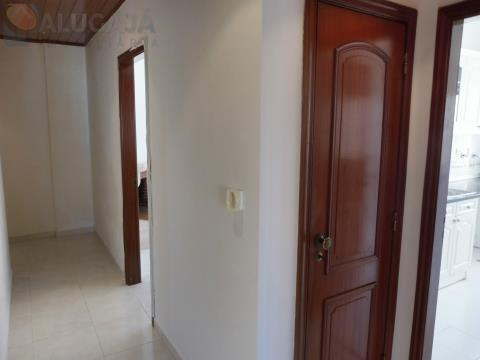 Apartamento T2 em São Marcos em zona central, junto do Centro Comercial de São Marcos