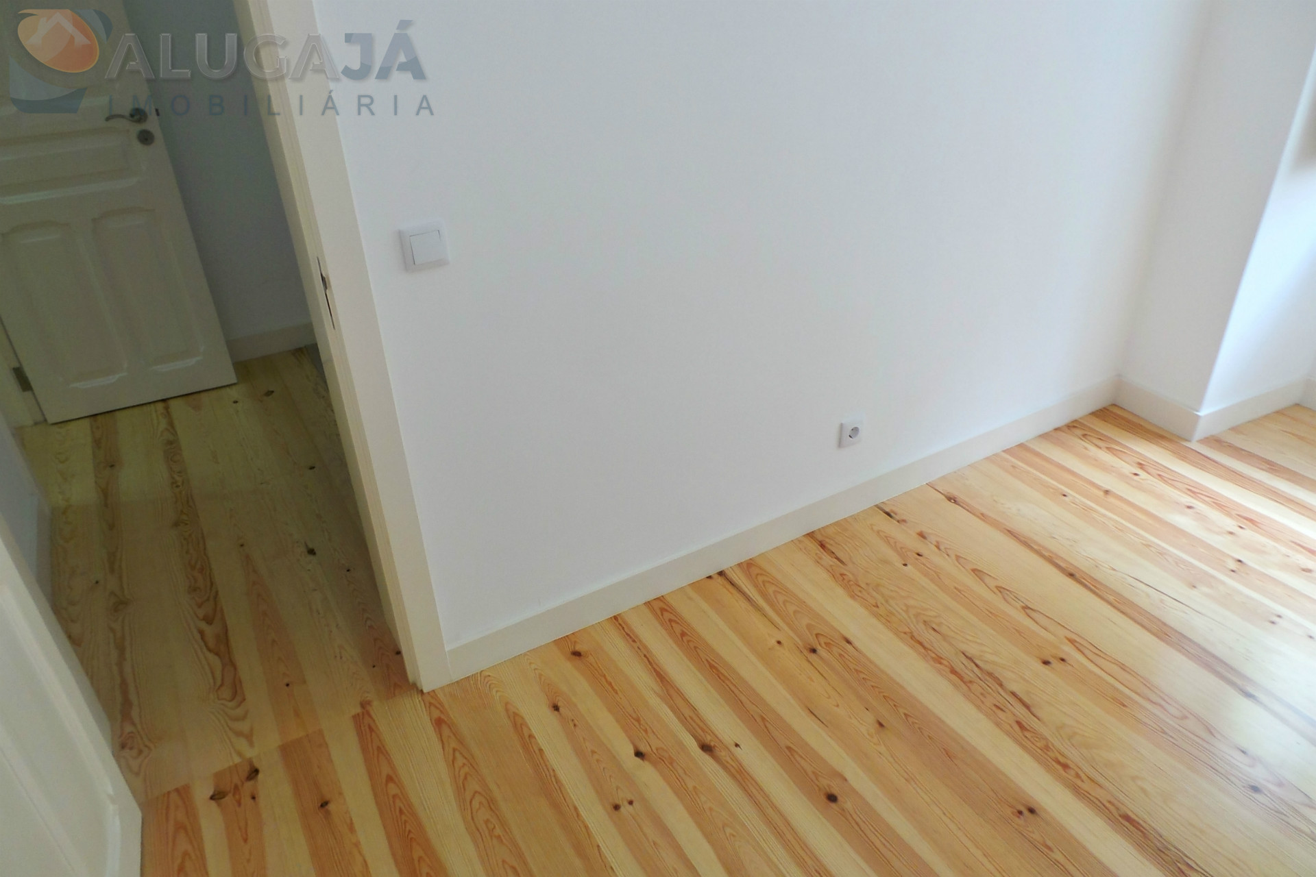 T2 + 1 apartment completely renovated in Graça, located in the traditional area of Lisbon