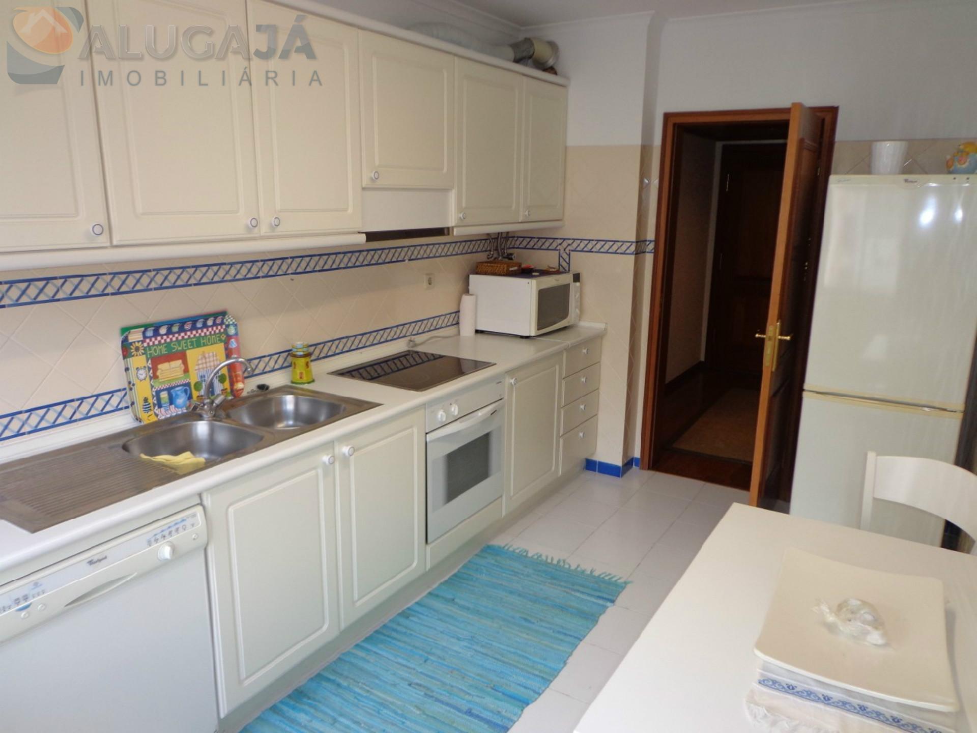 Apartamento T2 em São Marcos com boas áreas, perto do Pingo Doce
