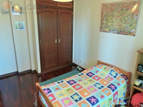 Amplo apartamento T3 com suíte em São Marcos com arrecadação, vista desafogada e muito soalheiro