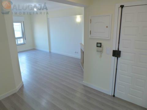 Apartamento de 2 dormitorios completamente renovado, ubicado en la primera línea de São Marcos con v